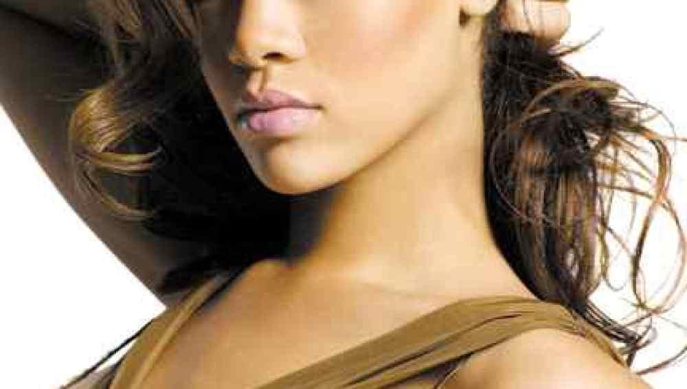 Rihanna la cantante con más descargas digitales de toda la historia