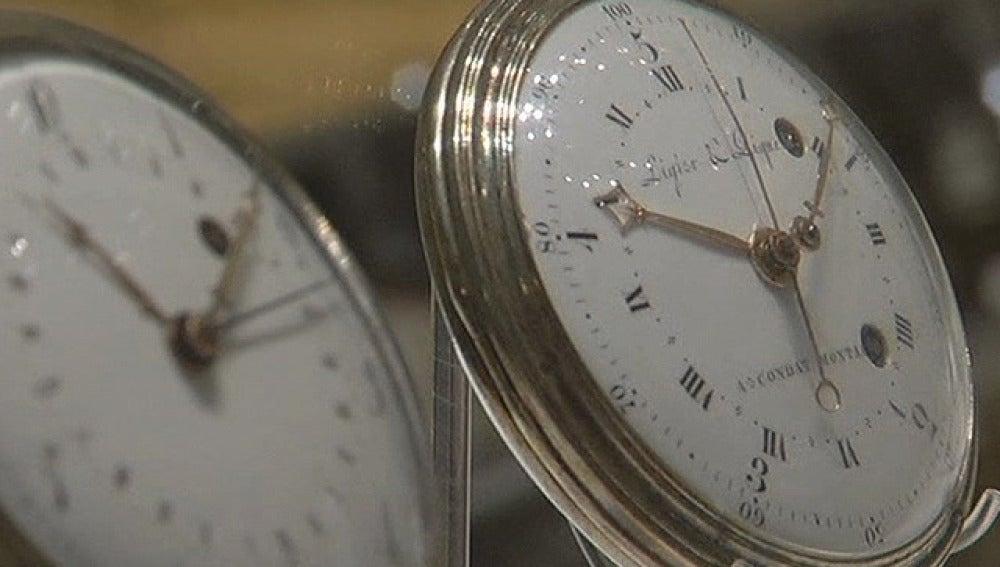 Dos relojes de cuerda
