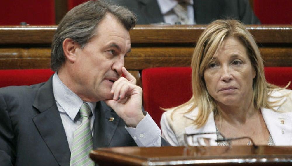 La Generalitat reducirá la jornada laboral y la nómina a sus interinos