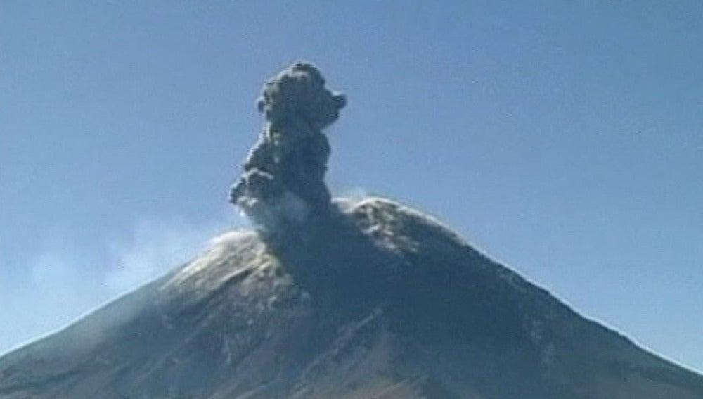 Erupción del Volcán Popocatépetl en México