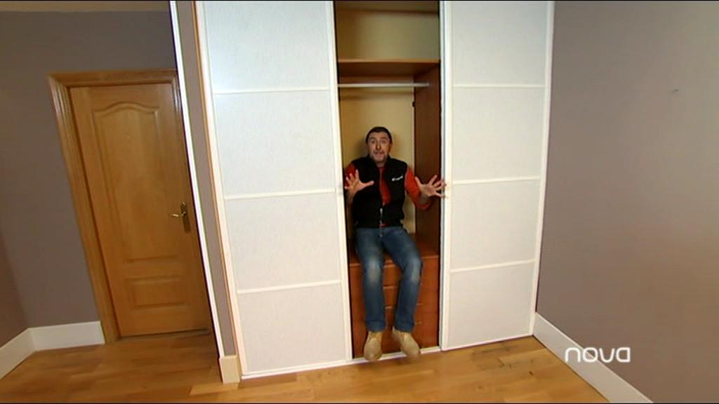 Hacer una puerta corredera como se muestra en la foto for Fabricar puerta corredera
