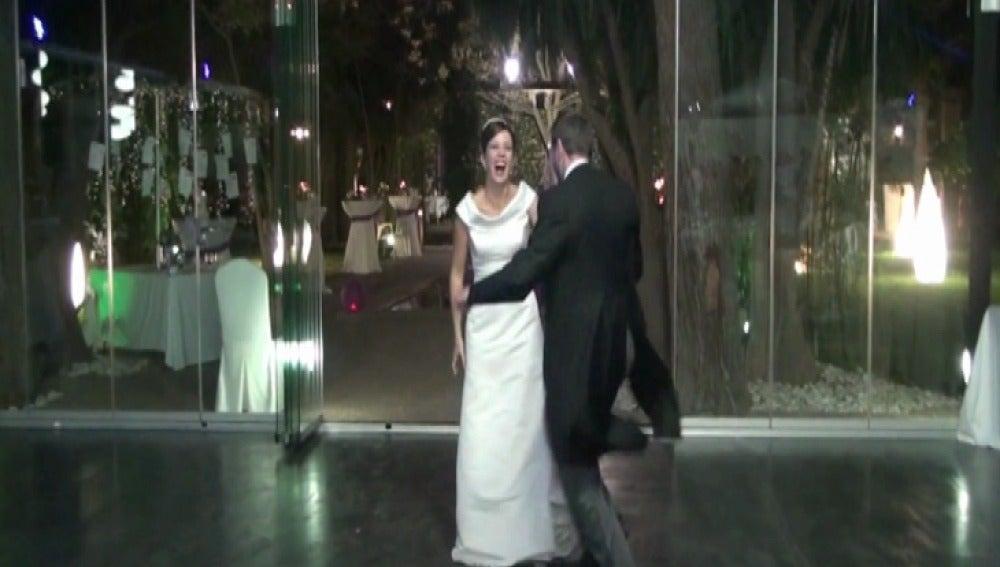 Una pareja triunfa en internet por el vídeo de su boda a ritmo de Lori Meyers