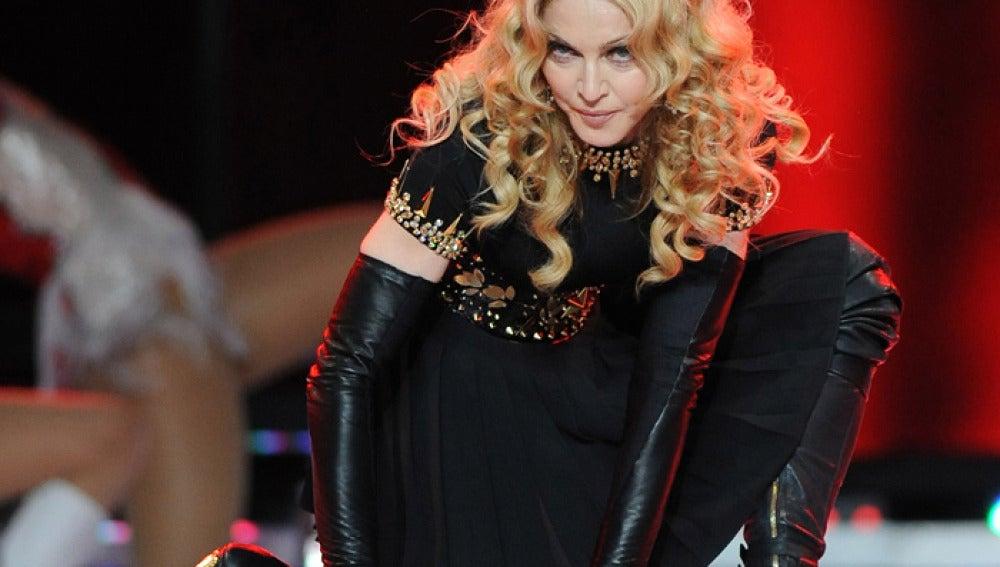 La cantante, muy sensual encima del escenario
