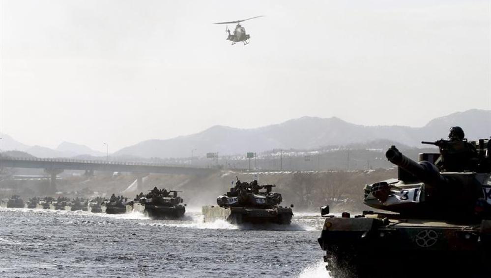Los tanques del ejército surcoreano (08-02-2012)