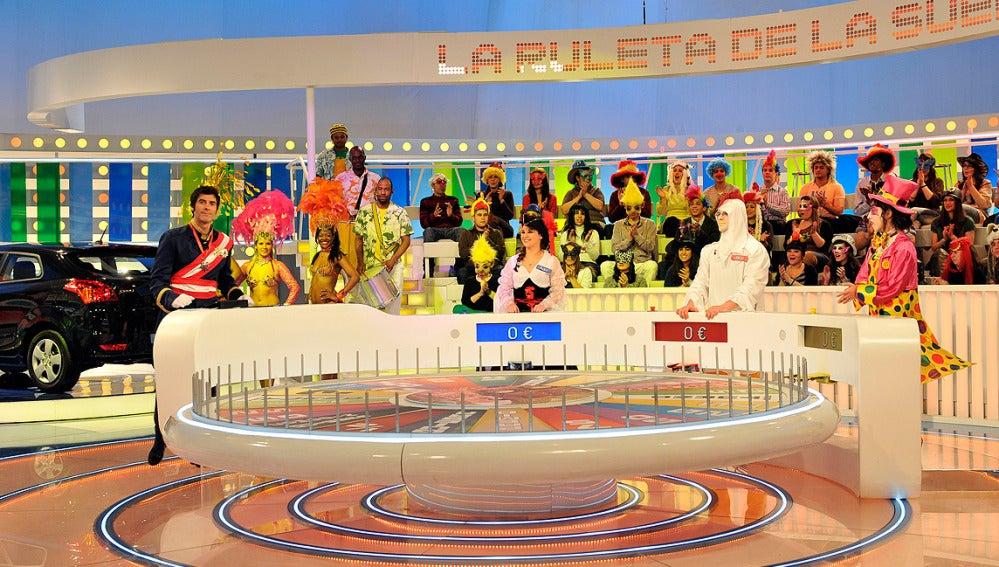 Jorge y los concursantes disfrazados para Carnaval 2012