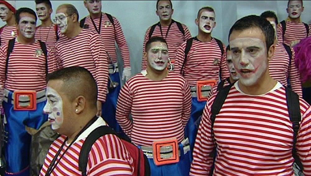 Los murgas demuestran su ironía en el Carnaval de Tenerife
