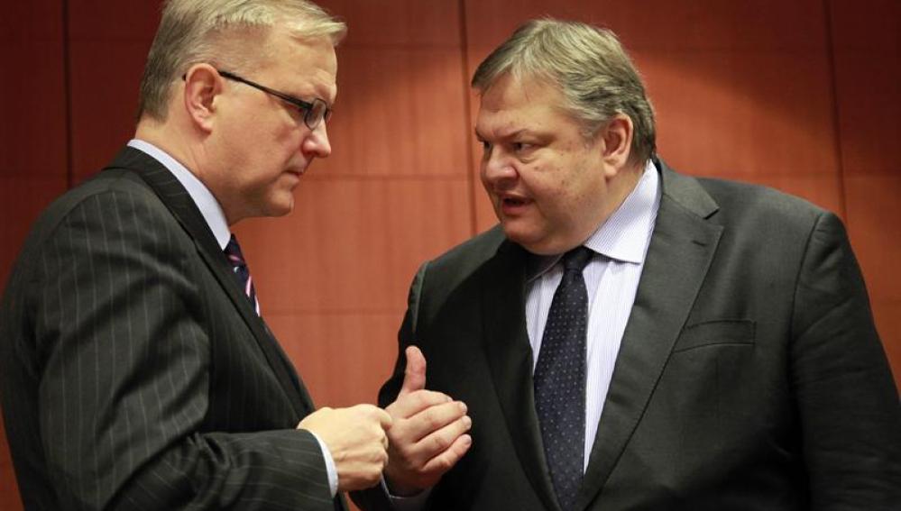 Olli Rehn conversa con Evangelos Venizelos