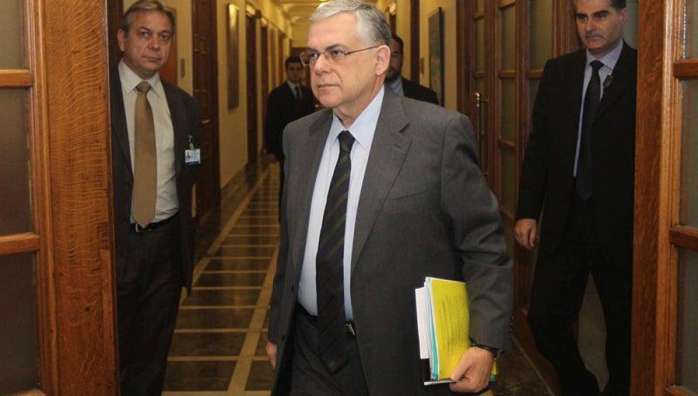 Lucas Papademos en el Parlamento griego