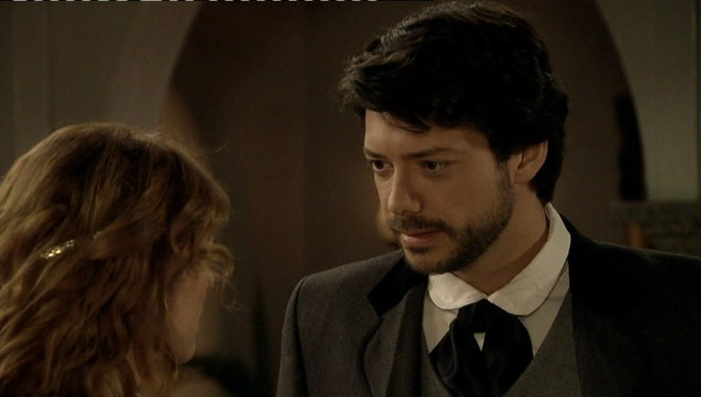 Adolfo interesado en Sara