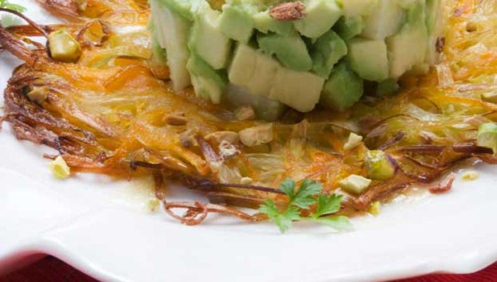 Tortas de verduras con aguacate y queso