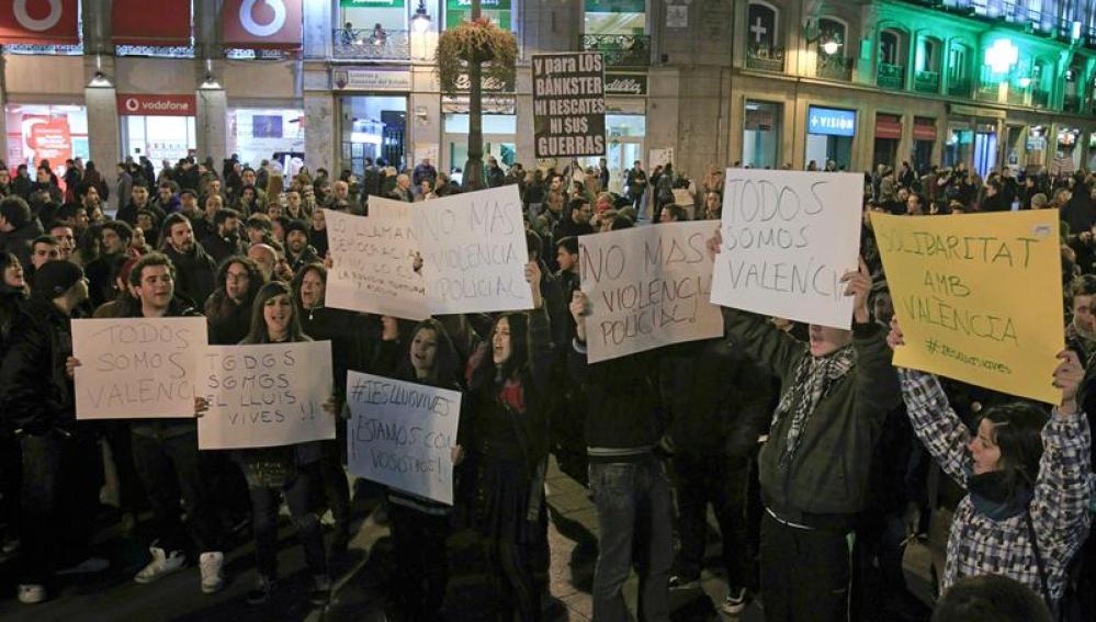 Alrededor de 200 jóvenes se solidarizan