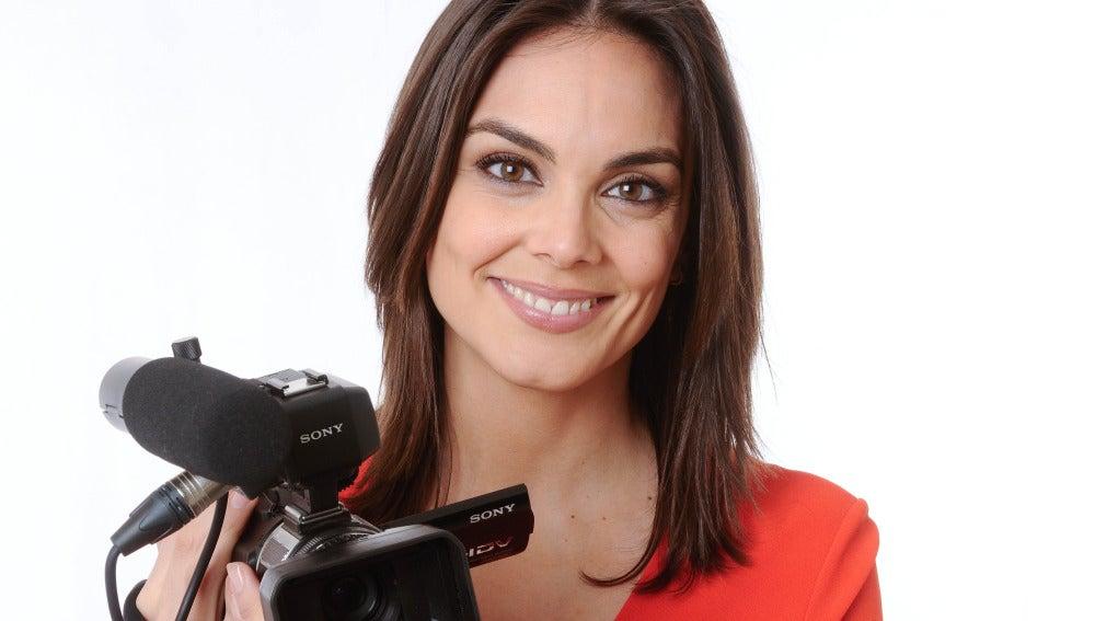 Mónica Carrillo, preparada con la cámara