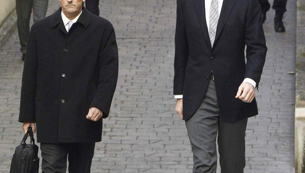 Junto a su abogado Mario Pascual Vives