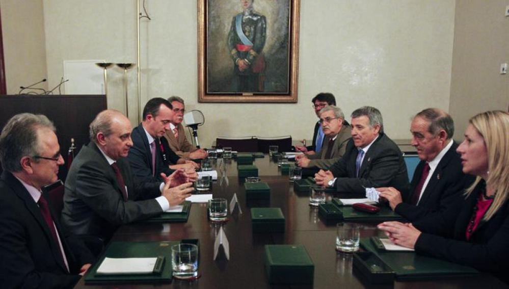 El ministro del Interior, Jorge Fernández Díaz, se reune con víctimas del terrorismo