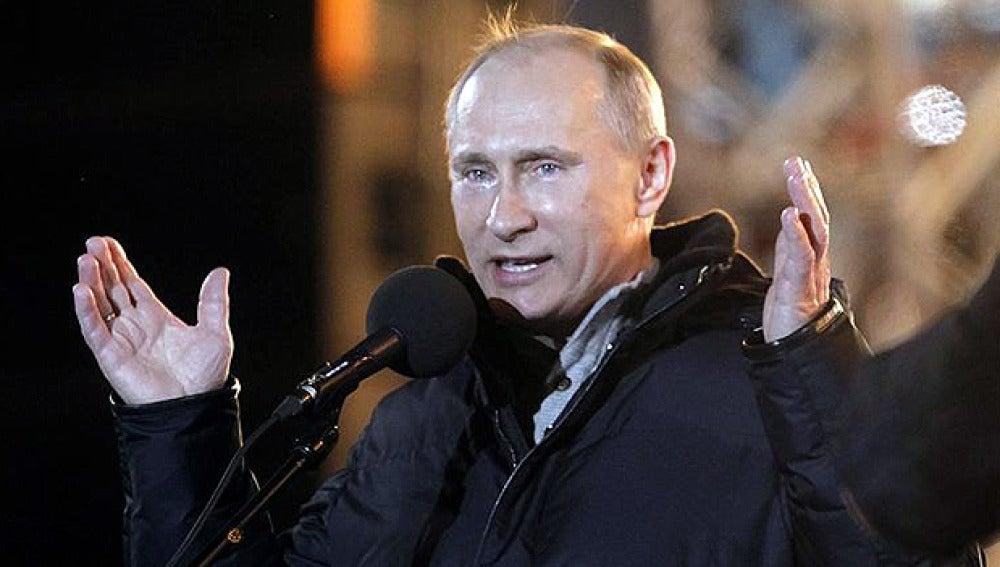 Putin, emocionado tras su victoria en las elecciones