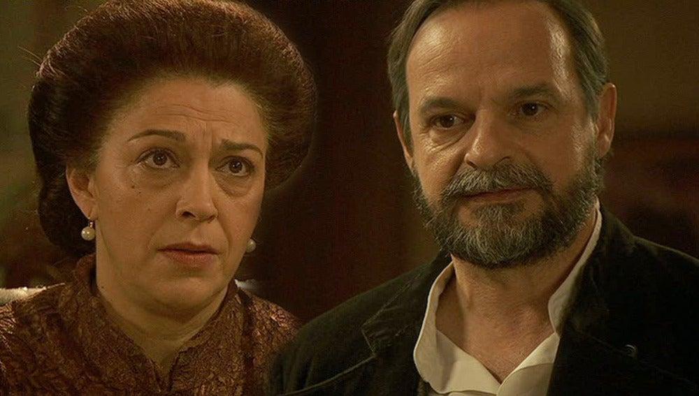 Francisca quiere decirle algo importante a Raimundo