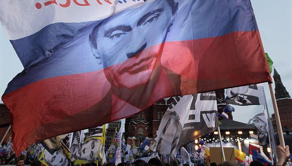 Vladimir Putin en la bandera rusa