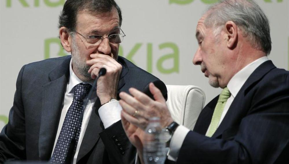 Rajoy conversa con Rodrigo Rato