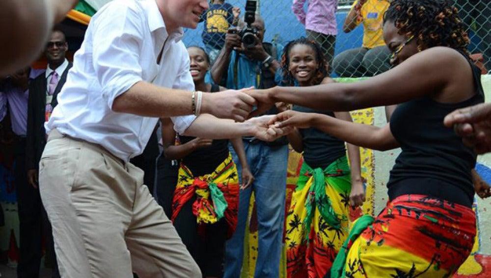 El príncipe Harry se divierte en Jamaica