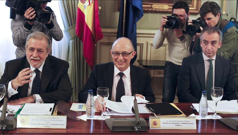 Cristobal Montoro durante la reunión con la Comisión Nacional de Administraciones Locales
