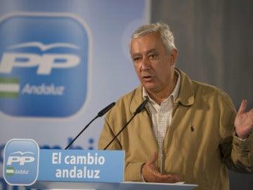 El candidato a la Presidencia de la Junta de Andalucía, Javier Arenas, en un mitin político