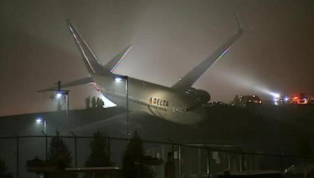 Un avión Delta se sale de la pista en Atlanta