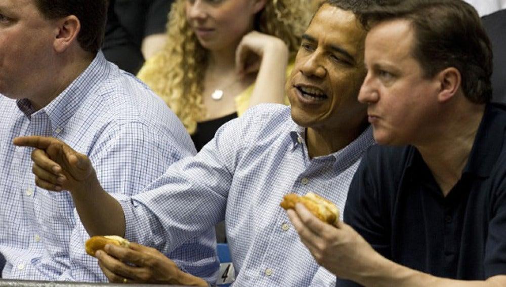 Obama y Cameron, en un partido de baloncesto