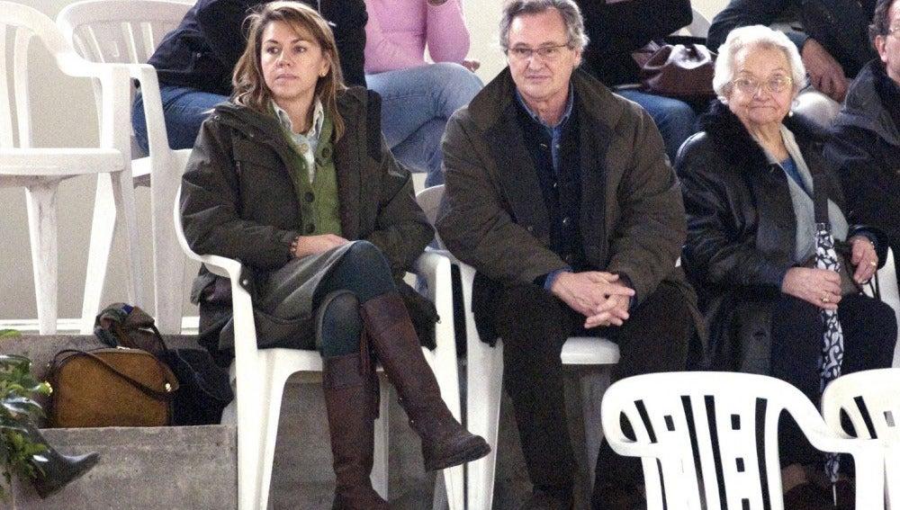 María Dolores de Cospedal junto a su marido