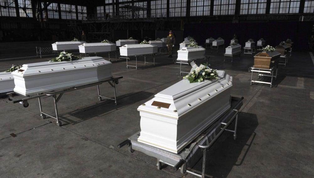 Los ataúdes de los fallecidos en el accidente de Sierre