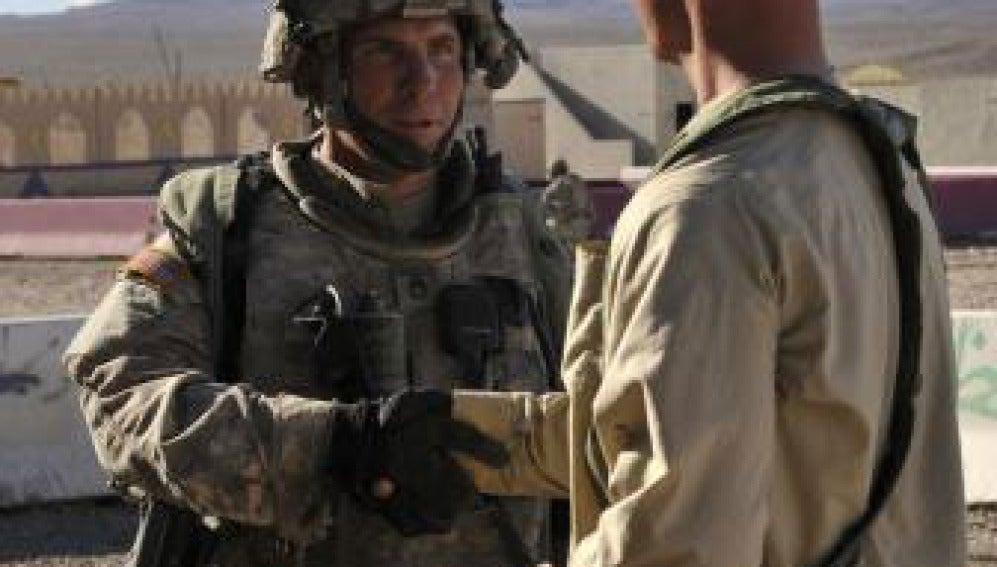 El sargento Robert Bales, a la izquierda de la imagen