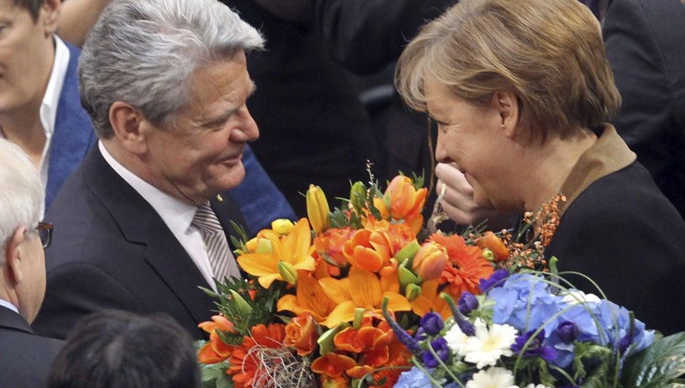 Angela Merkel felicita a Joachim Gauck