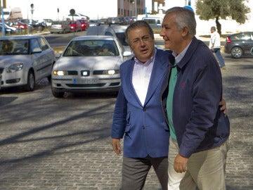 Arenas junto al alcalde de Sevilla, Juan Ignacio Zoido