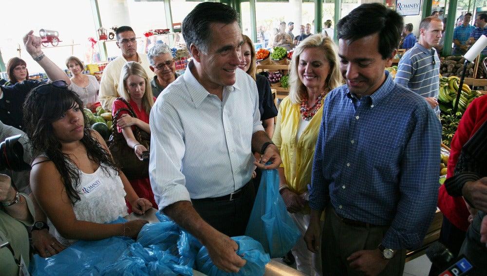 Mitt Romeny con el gobernador de Puerto Rico