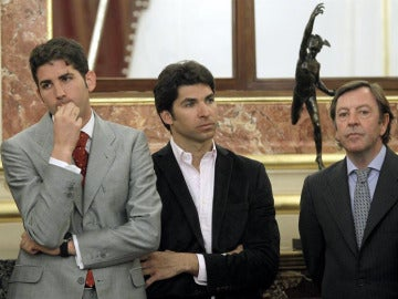 Serafín Marín, Cayetano Rivera y Curro Vázquez, en el Congreso