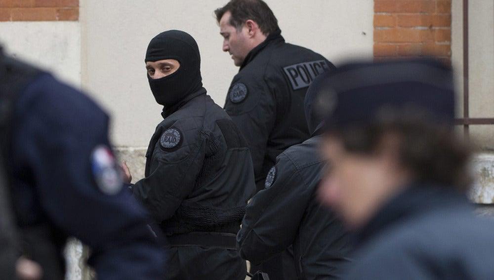 Un policía francés tras el asedio a la casa de Mohamed Merah