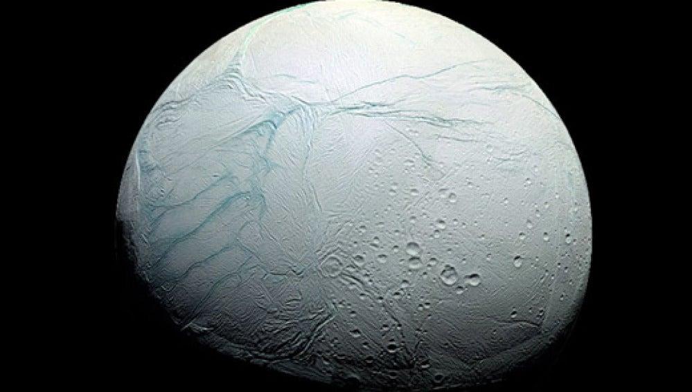 Hallan condiciones favorables de vida en Encédalo, una luna de Saturno