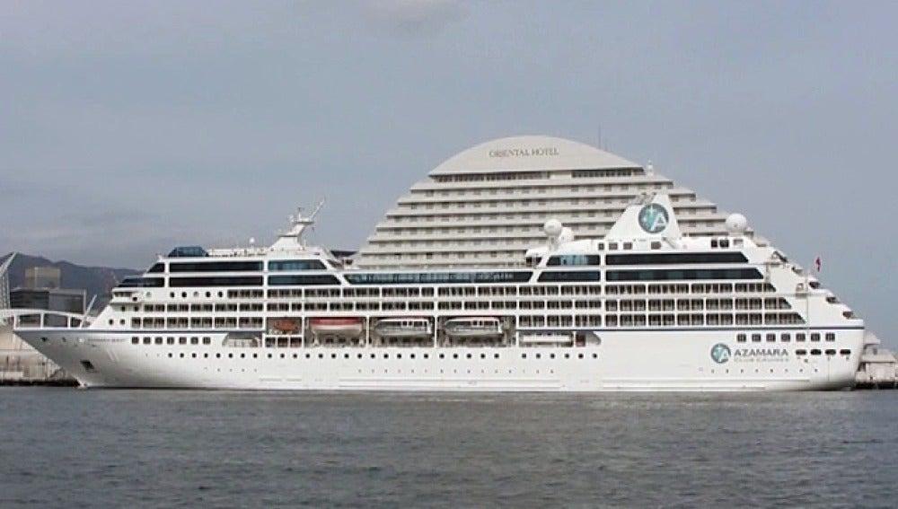 Un crucero con 590 turistas a la deriva