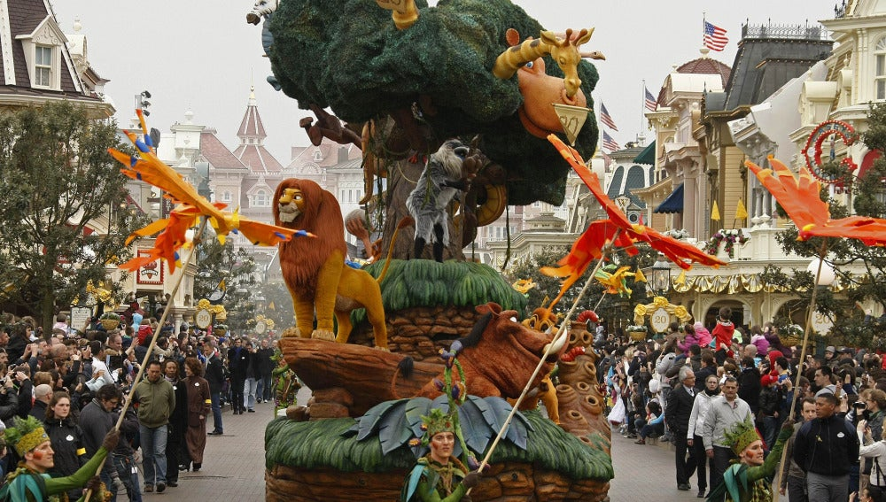 Cabalgata en Disneyland París por el 20 aniversario