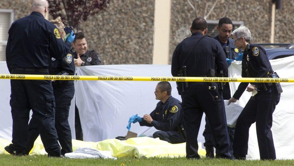 Agentes se preparan para el levantamiento de los cuerpos sin vida
