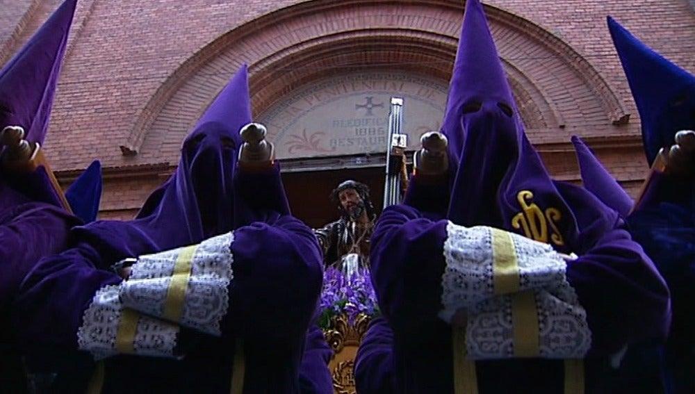 El Vía Crucis de Nuestro Padre Jesús Nazareno sale a la calle en Valladolid
