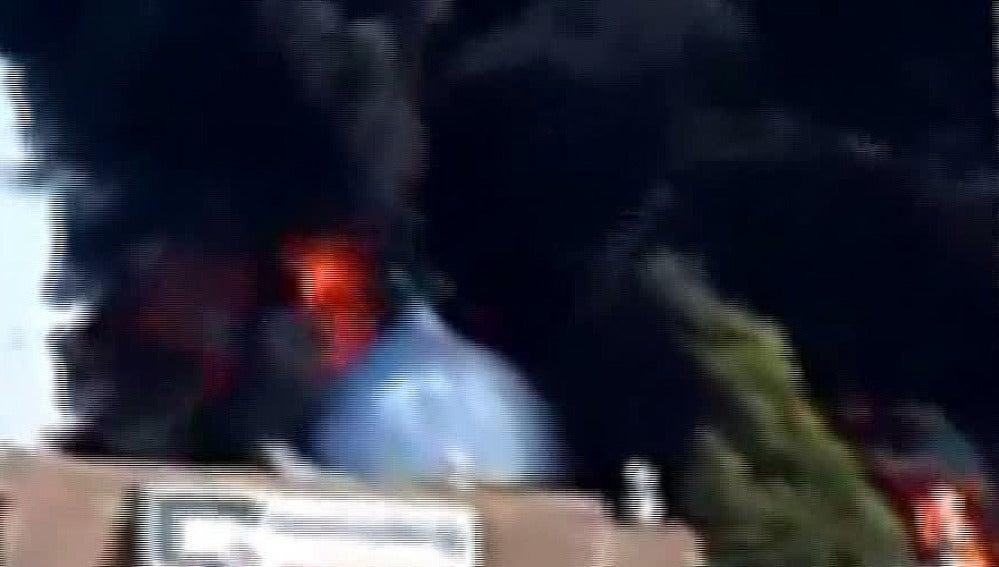 Las tropas del gobierno sirio incendian la mayor mezquita de Homs