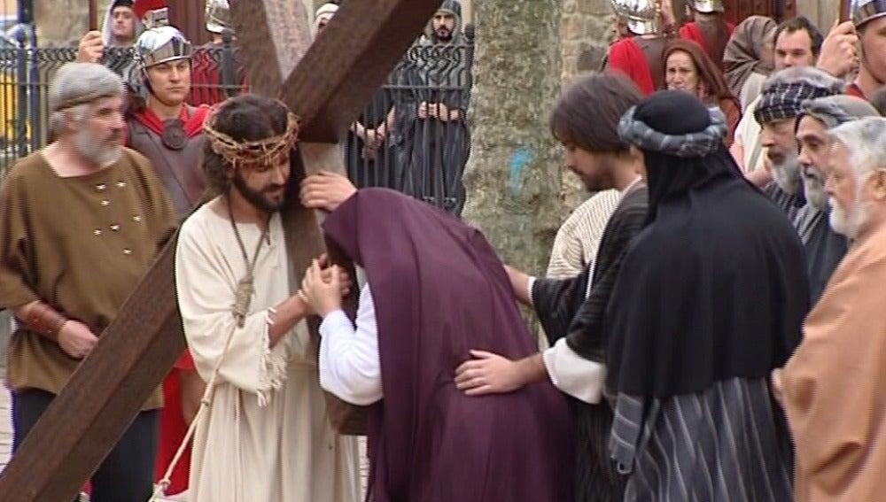 Balmaseda rememora el Vía Crucis de Jesús con su Pasión viviente