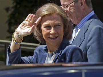 La reina visita a Don Juan Carlos en el Hospital