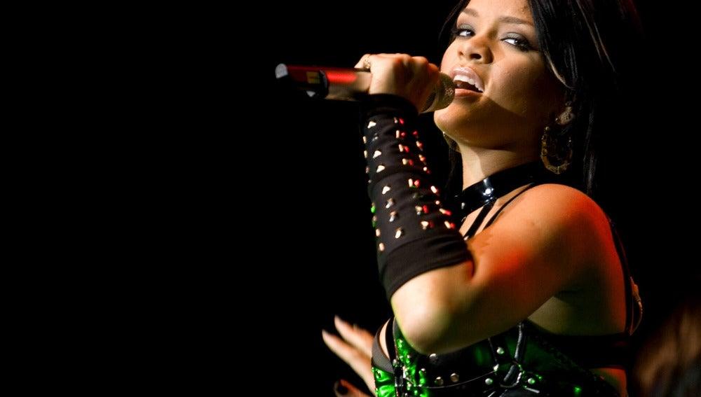 Rihanna durante un concierto