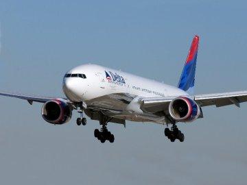 Fuertes turbulencias obligan a un aterrizaje de emergencia en Delta Airlines