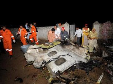127 fallecidos en un accidente de avión en Pakistán
