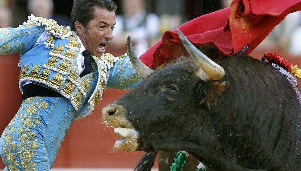 """El diestro José Prados """"El Fundi"""" durante la faena a su segundo toro"""