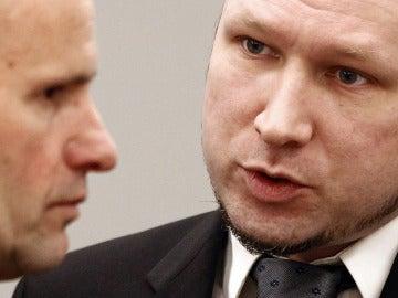 El ultraderechista Anders Behring Breivik conversa con su abogado