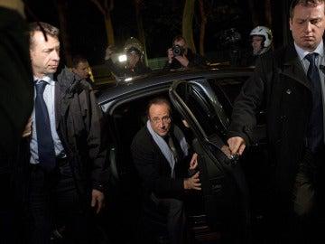 Fraçois Hollande llega a la sede socialista
