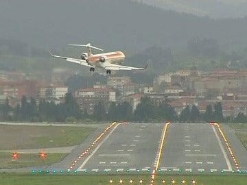 Un avión intenta aterrizar en Bilbao